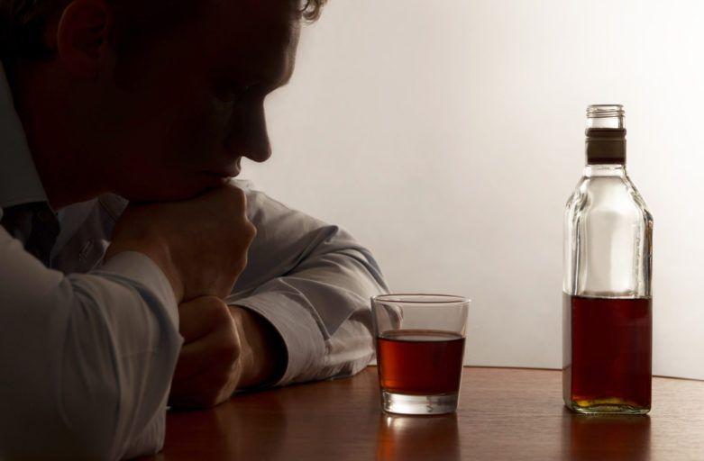 АЛКОГОЛИЗМ: МОЖНО ЛИ ПОСЛЕ ЛЕЧЕНИЯ ПИТЬ ПО ПРАЗДНИКАМ?